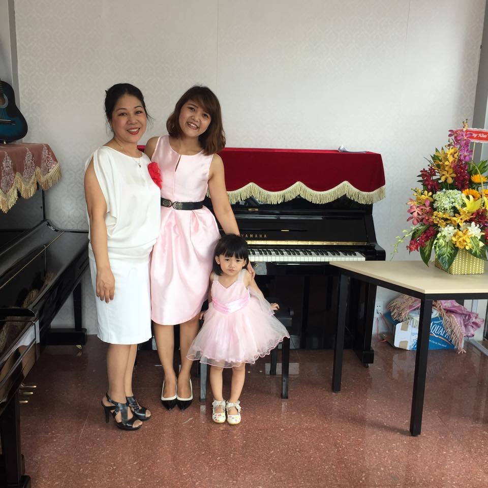 Khai trương showroon Piano mới